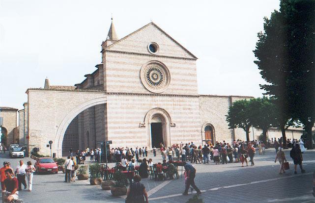 Basilique Sainte Claire à Assise