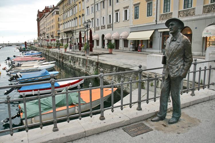 Statue de James Joyce sur le Canale Grande à Trieste