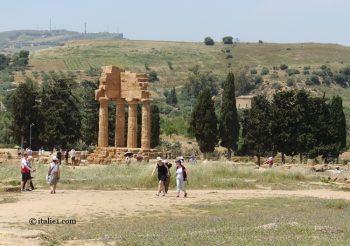 temple des Dioscures à Agrigente vallée des temples