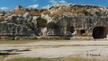 tombes du parc archéologique de Neapolis
