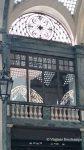Reflets de lumière dans les vitres de la galerie San federico à Turin