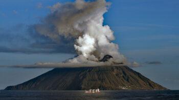 Volcan Stromboli dans les îIes éoliennes